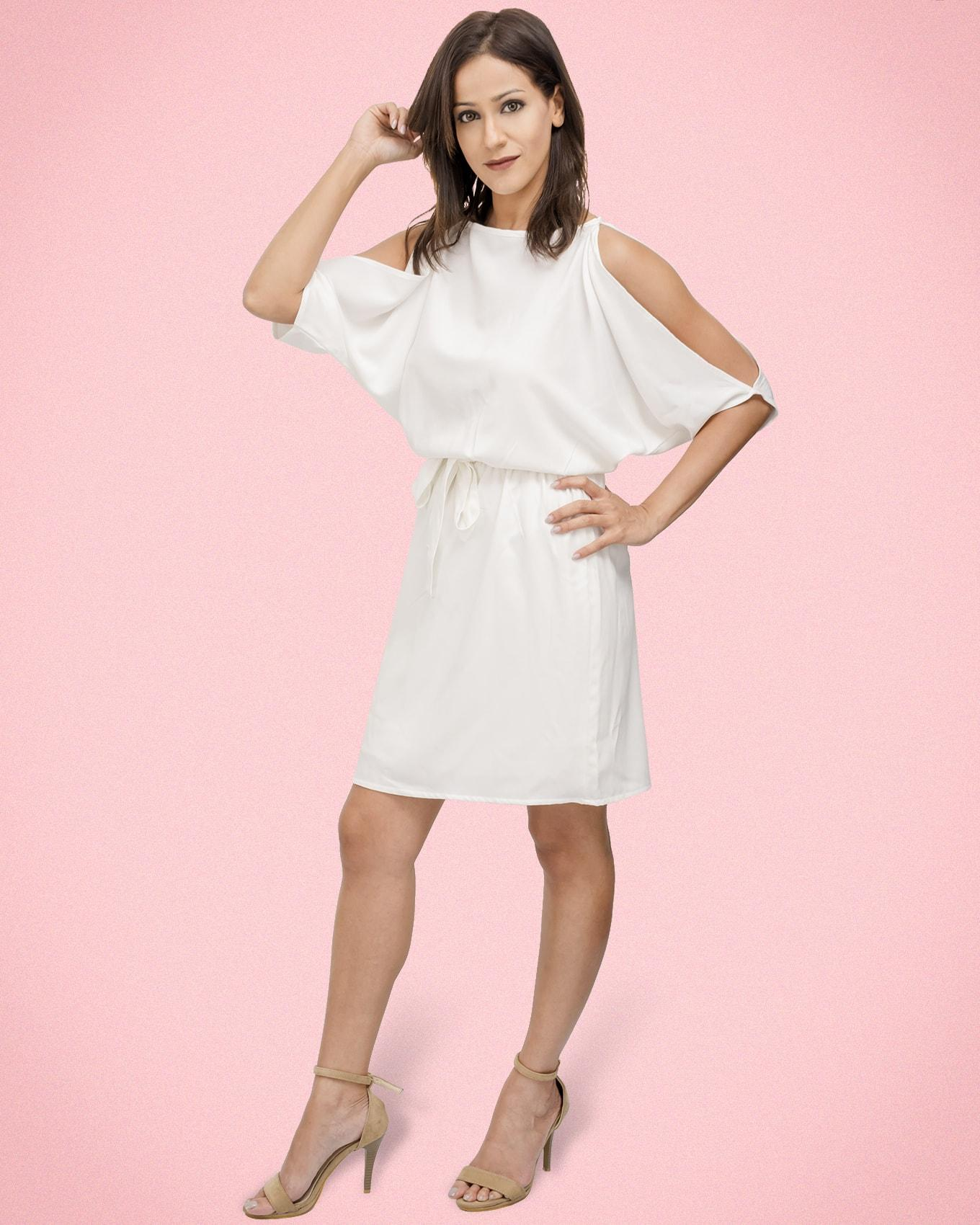 Short dress with cut out sleeves and belt - white